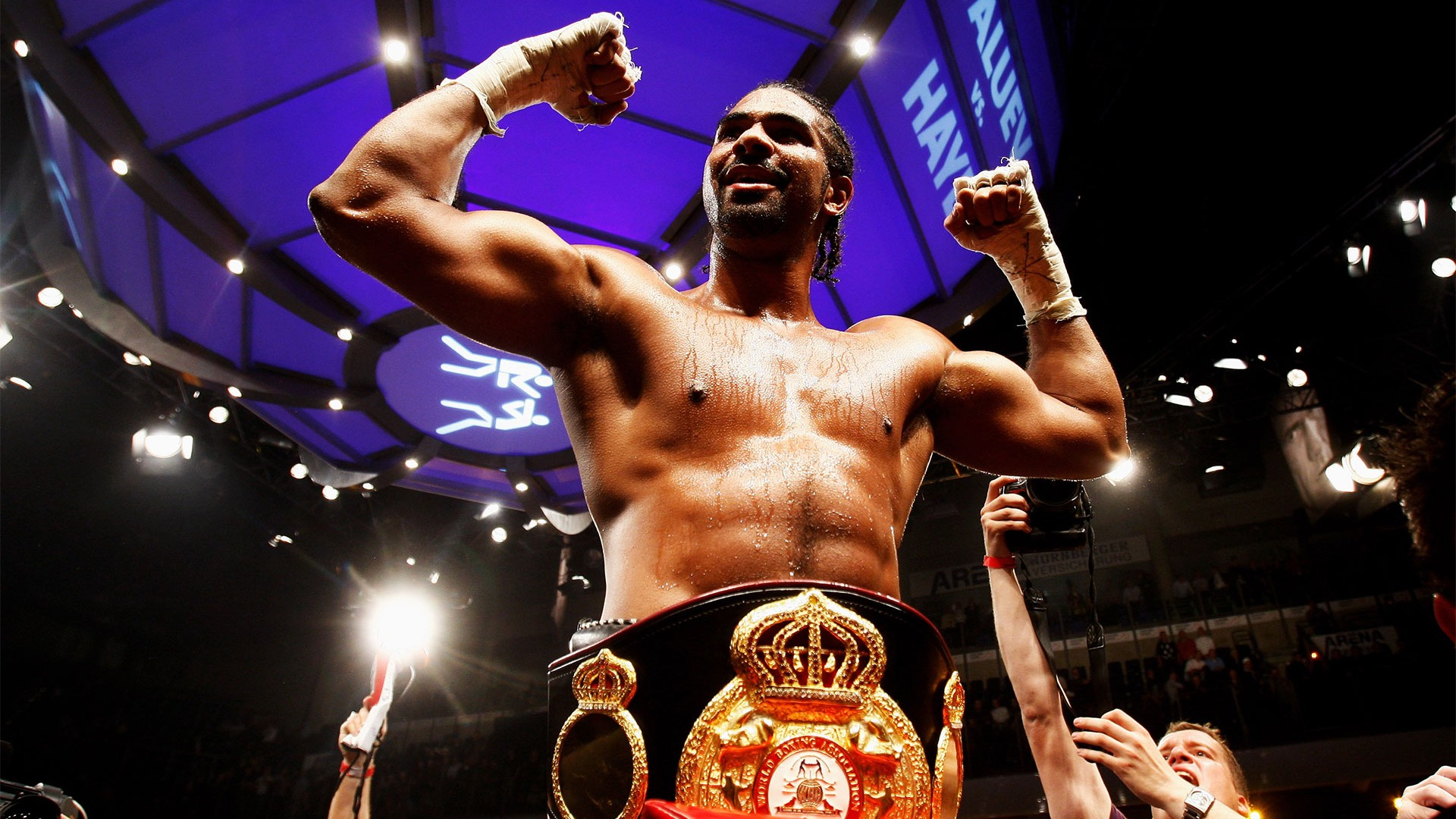 David Haye beats Nikolay Valuev to become WBA heavyweight champion
