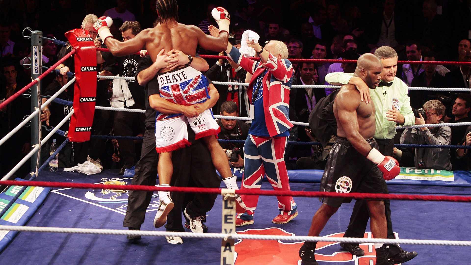 David Haye beats Jean-Marc Mormeck to become world cruiserweight champion
