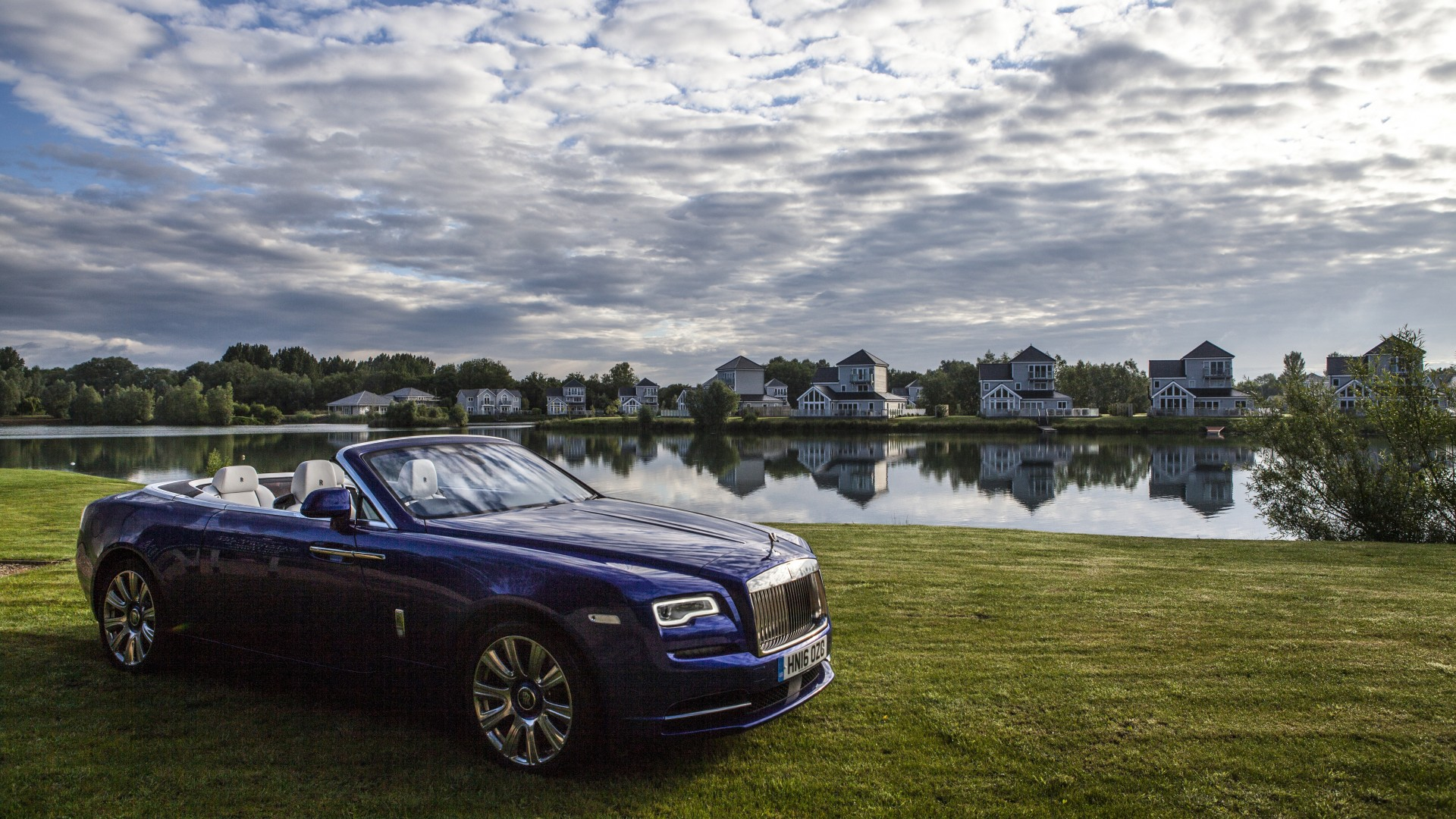 Rolls-Royce Dawn convertible blue
