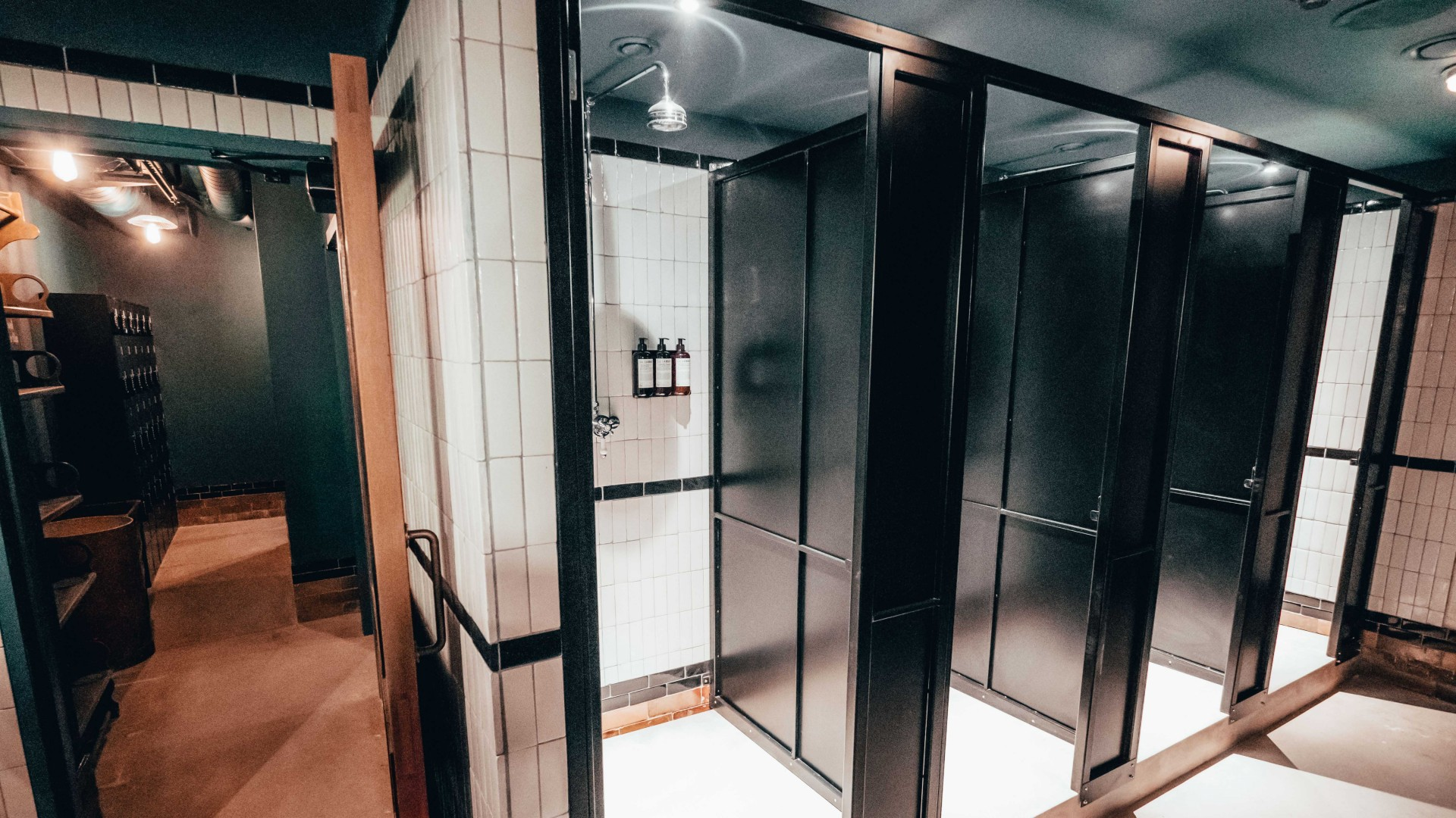 Rathbone Boxing Club RBC Interior shot bathroom showers