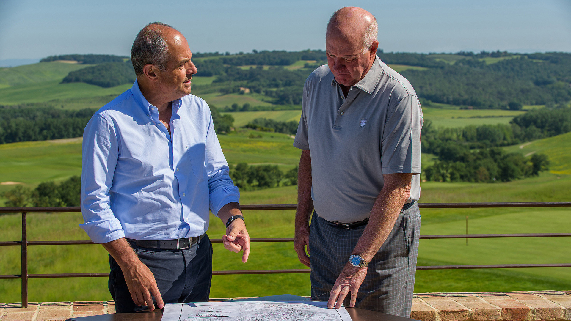 Massimo Ferragamo and Tom Weiskopf viewing development plans