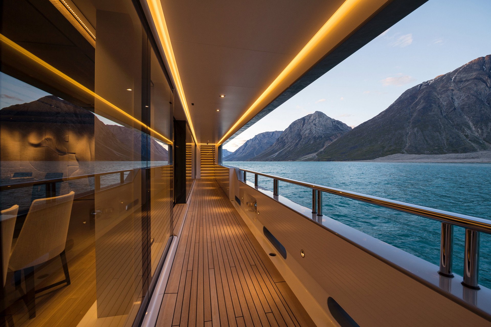 Cloudbreak superyacht to charter