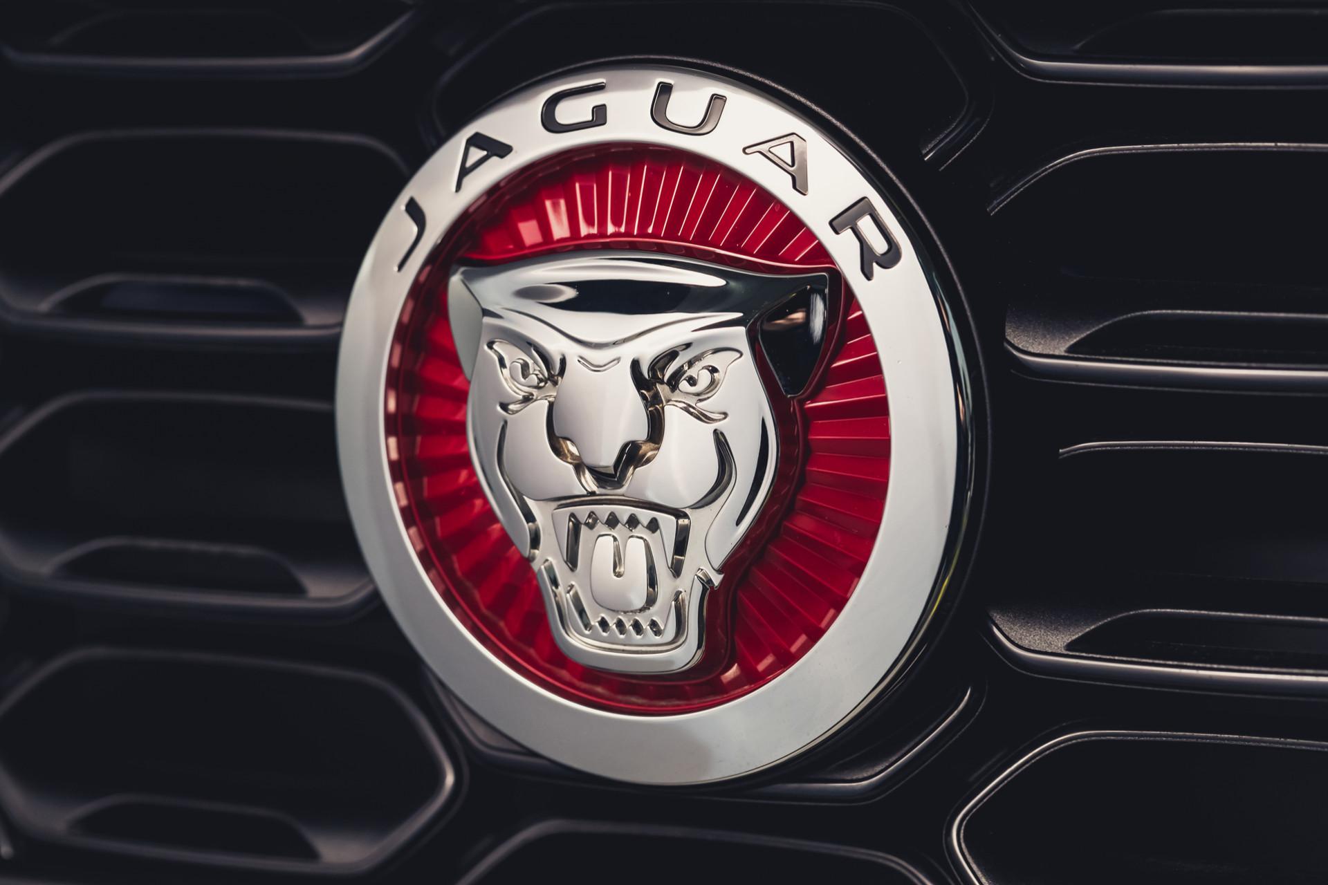 Jaguar F-TYPE P300 Coupé RWD in Eiger Grey