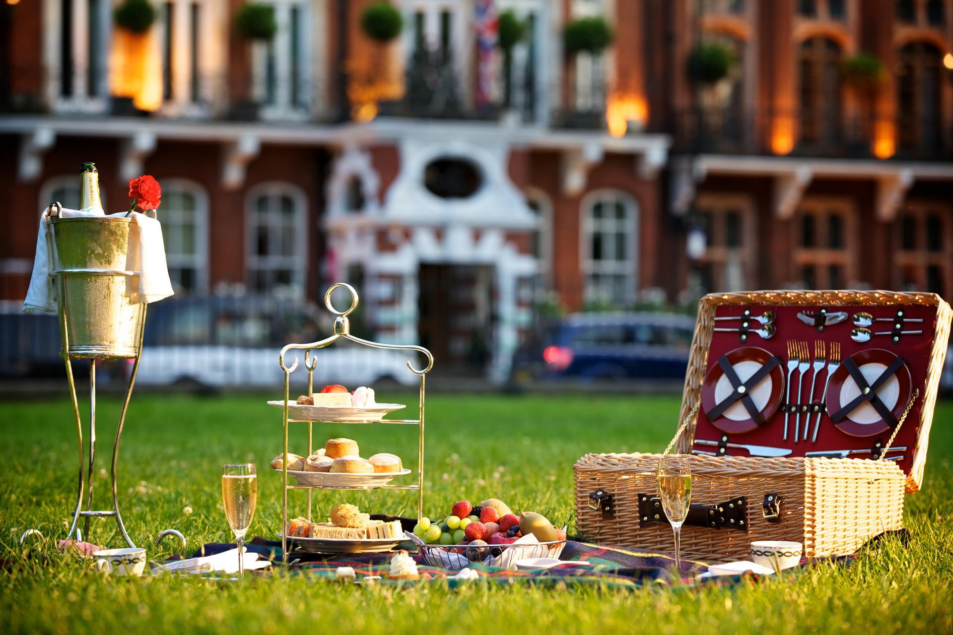 The Milestone picnic in the park