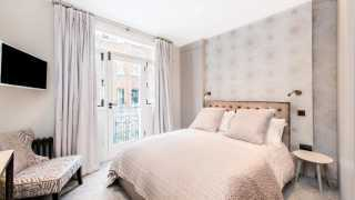 London Airbnb: TOWNHOUSE, EARL'S COURT