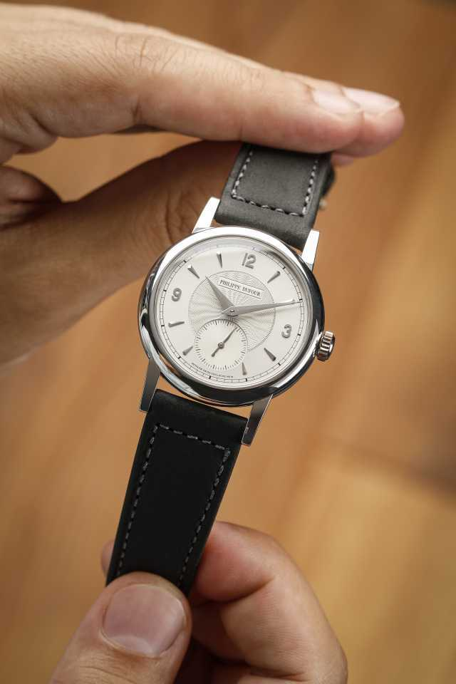 Philippe Dufour Simplicity (37mm) platinum number 57 – up for auction at Phillips Auction House