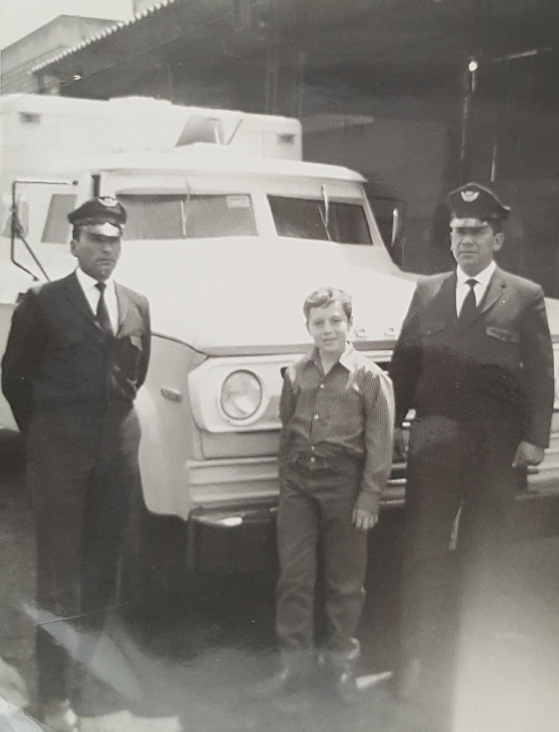 Phillip Witcomb with De La Rue guards