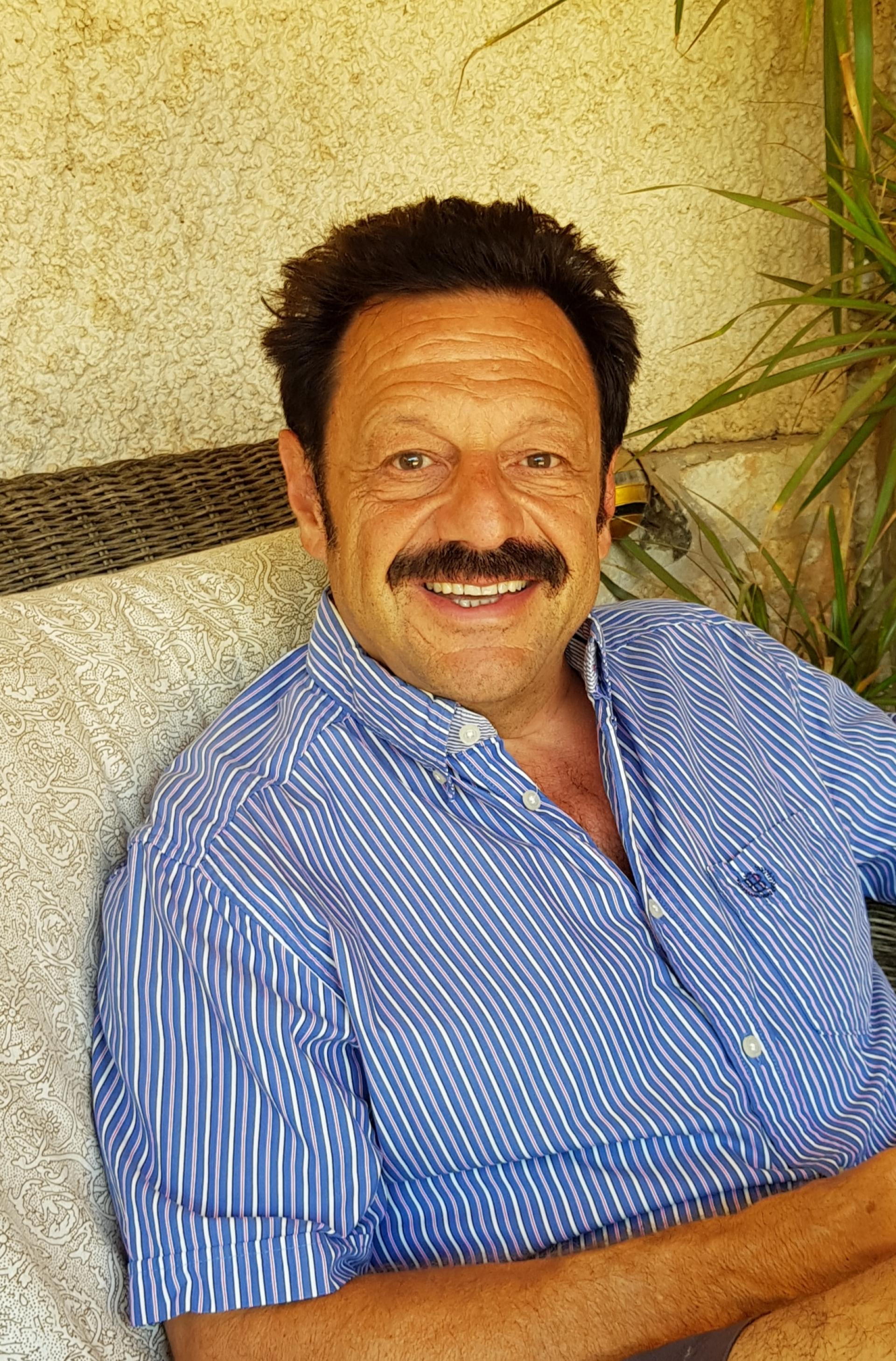 Roberto Sendoya Escobar / Phillip Witcomb