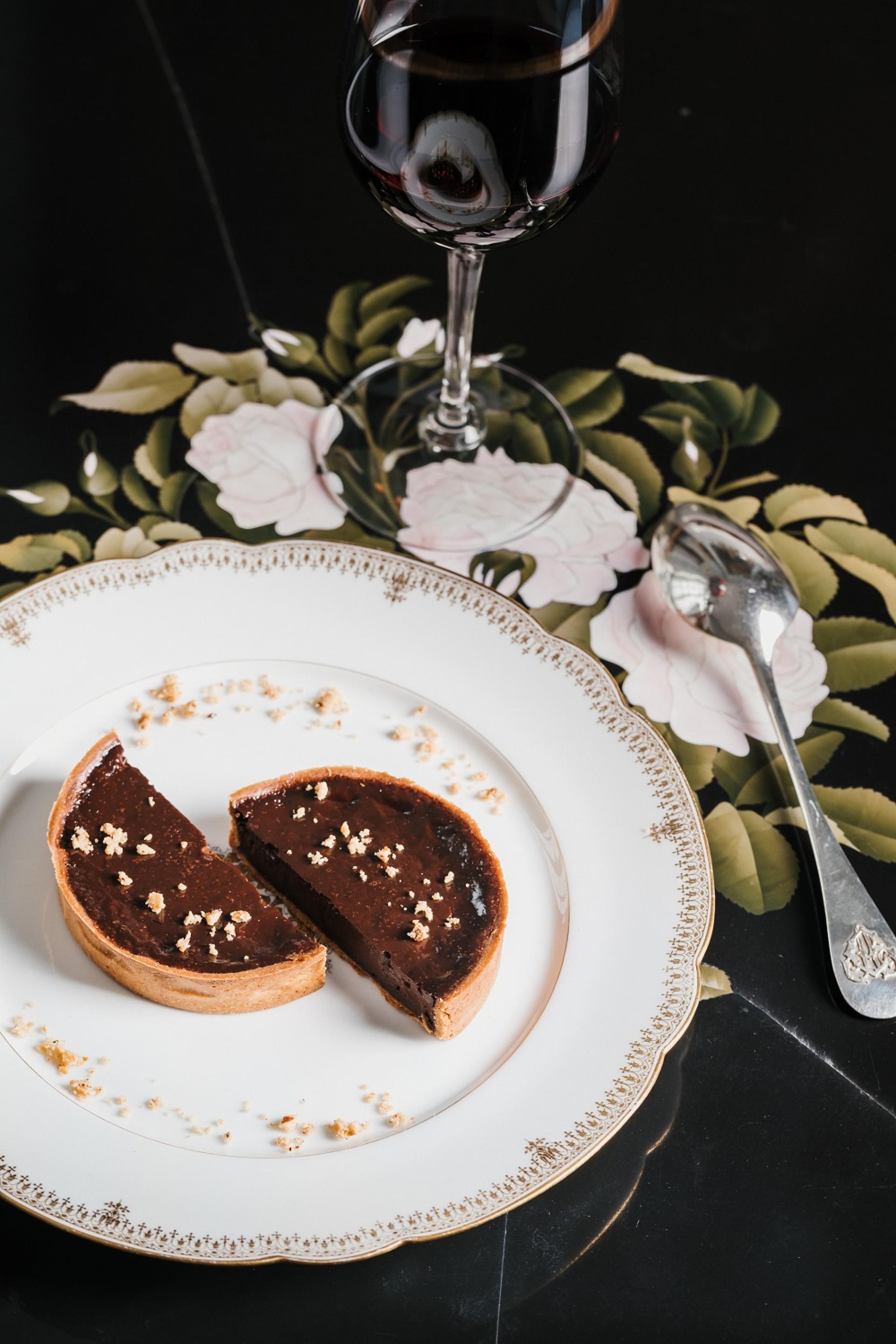 Chocolate tartlet with toasted hazelnut