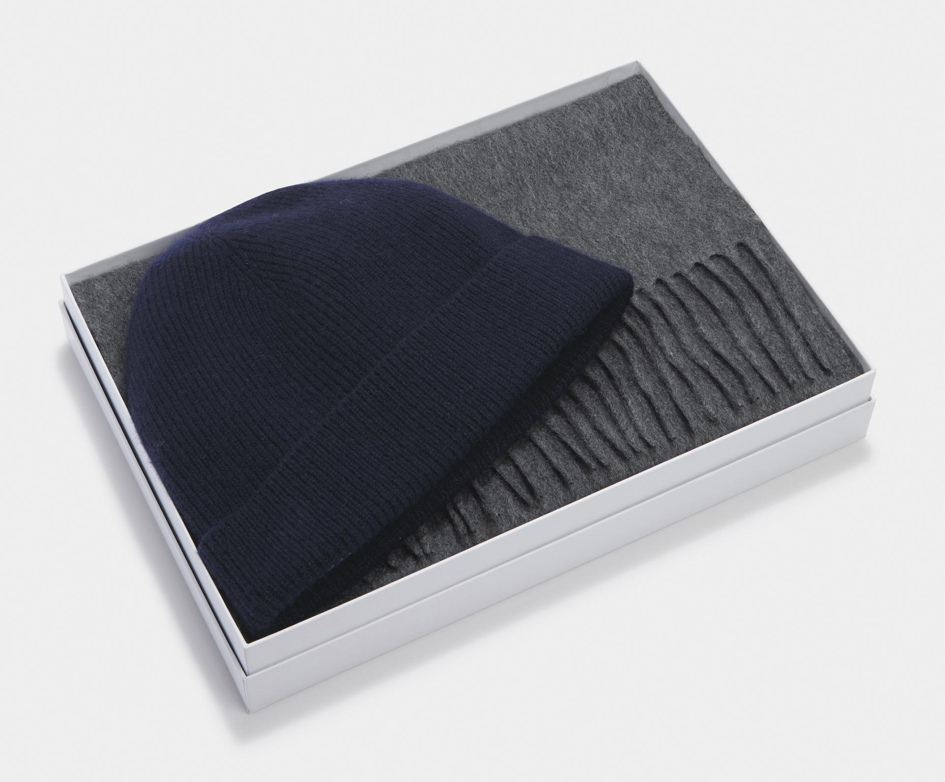 Sirplus beanie and scarf